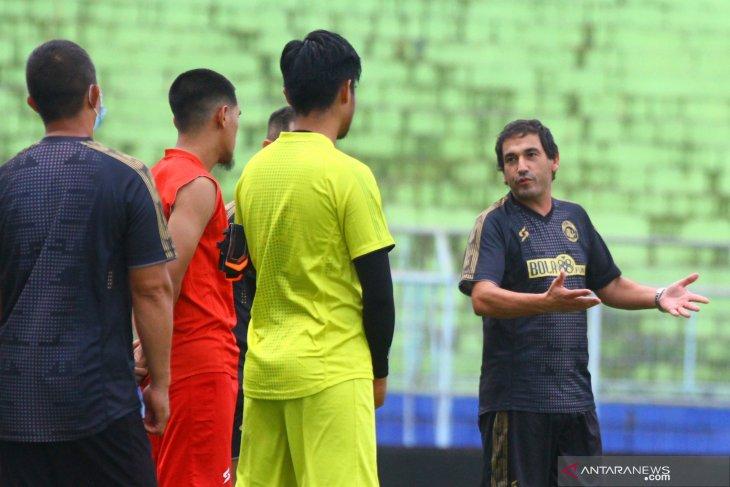 Liga 1: Arema FC belum menang, posisi pelatih Eduardo Almeida