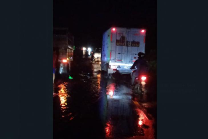 Banjir rendam jalan nasional Kalis-Putussibau lalu lintas terganggu