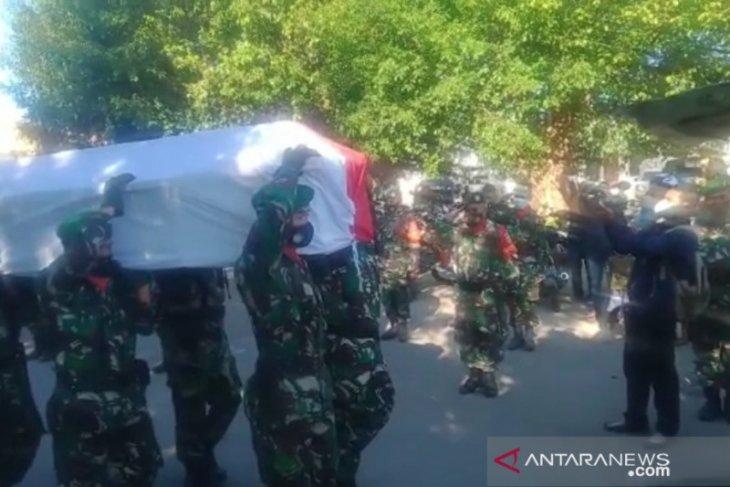 Prajurit TNI yang meninggal dianiaya di Papua dimakamkan di Malaka