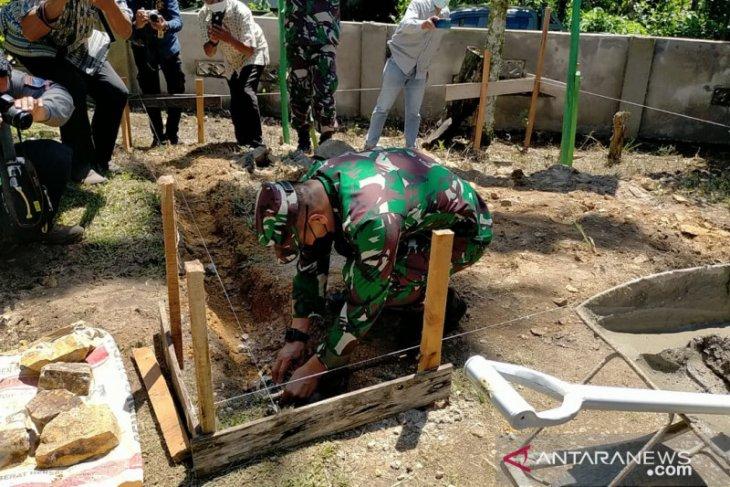 Pangdam XII/Tanjungpura bantu masyarakat terdampak COVID-19 di Singkawang