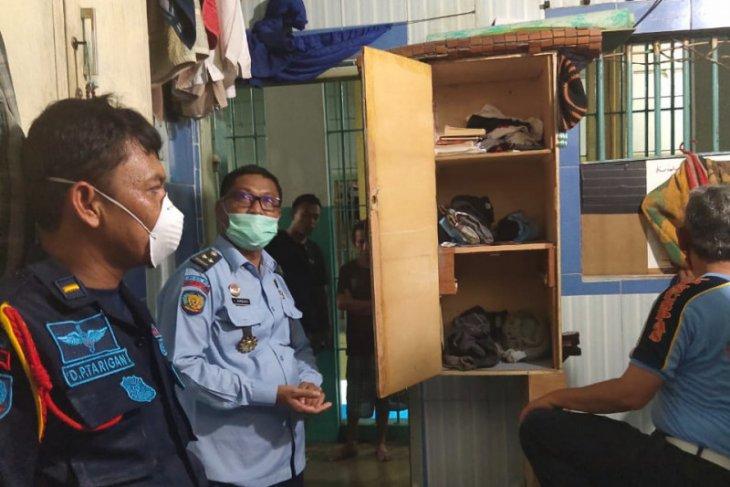 Petugas intensifkan razia  lapas di Medan