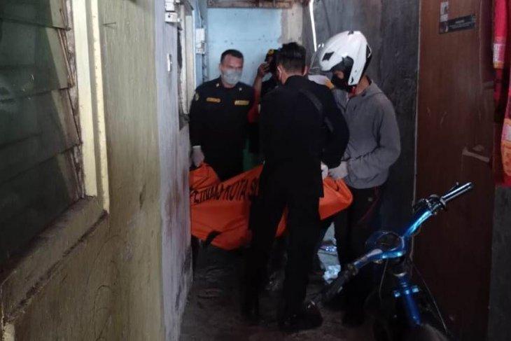 Malamnya terlibat cekcok, remaja ditemukan meninggal di kamar kos dengan luka lebam