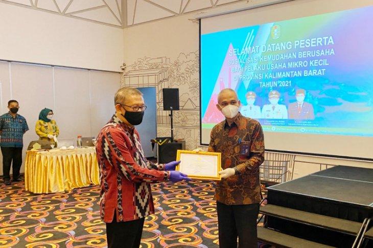 PLN UIP Kalbagbar dapt penghargaan LKPM Gubernur Kalbar