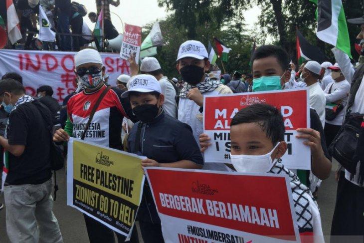 Anak-anak ikut aksi bela Palestina di depan Kedubes AS di Jakarta