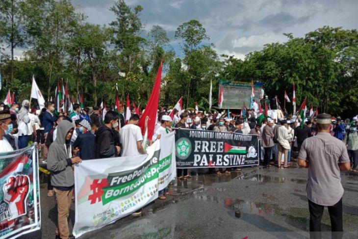 Ribuan warga Kalbar turun ke jalan serukan bela Palestina