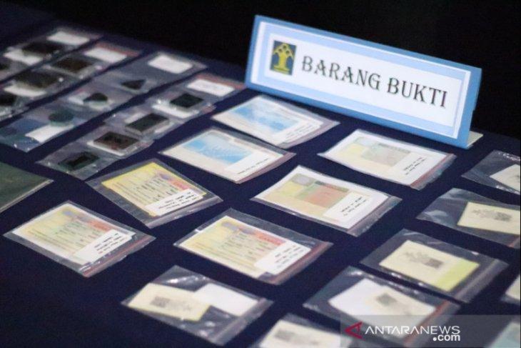 Lima WNA asal India pemalsu dokumen keimigrasian ditangkap petugas di Karawang