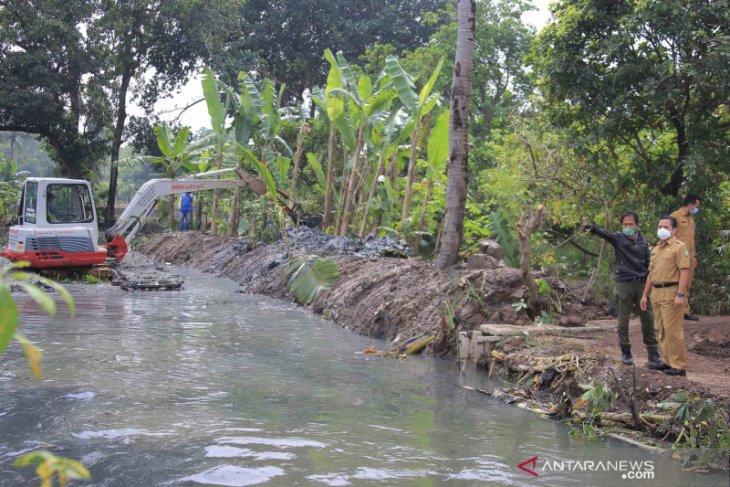 Pemkot Tangerang keruk Situ Cipondoh atasi banjir
