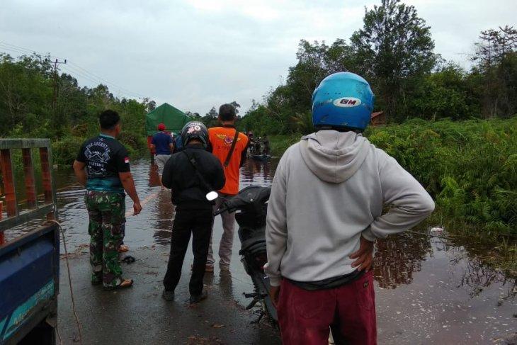 Jalan nasional Kalis-Putussibau lumpuh akibat banjir