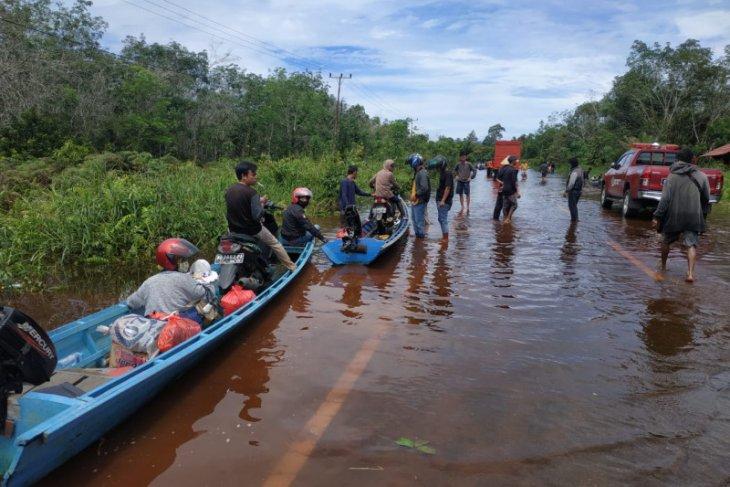 Kapuas Hulu turunkan tim ke lokasi banjir jalan nasional