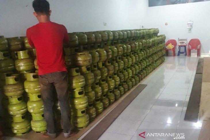 Disperindag Singkawang temukan pedagang jual tiga truk tabung elpiji subsidi ilegal