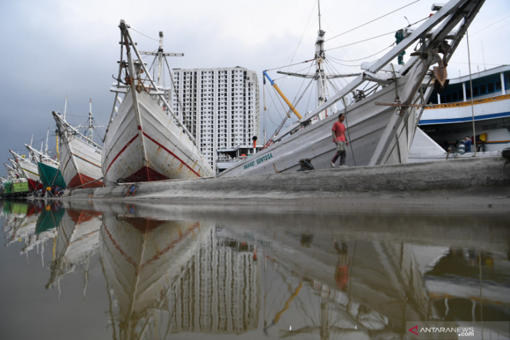 Pelabuhan di DKI Jakarta  cerah berawan