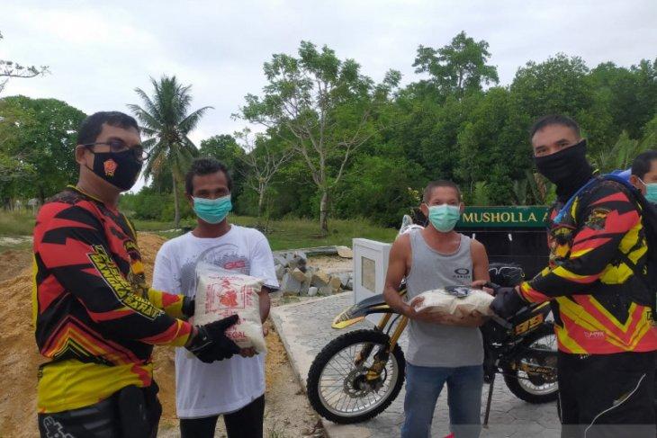 Polres Bangka Barat salurkan bantuan sembako ke warga Tanjung Laut