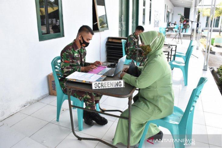 Keluarga besar Korem 133 Nani Wartabone Gorontalo terima vaksinasi COVID-19