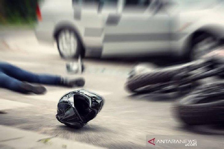 Pengendara sepeda motor tewas tertimpa truk