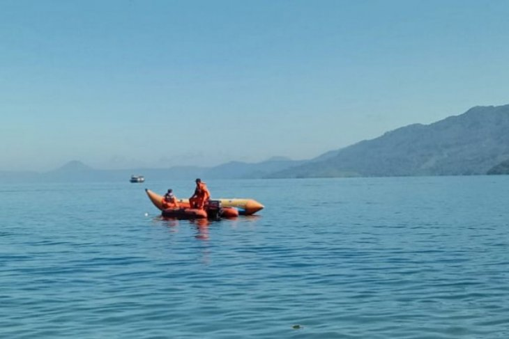 Tim SAR cari wisatawan tenggelam di Danau Toba
