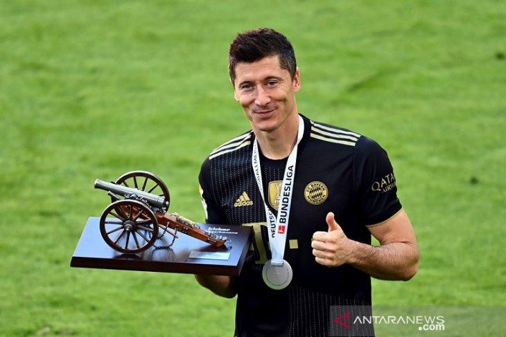 Lewandowski sabet top skor  Liga Jerman empat musim beruntun