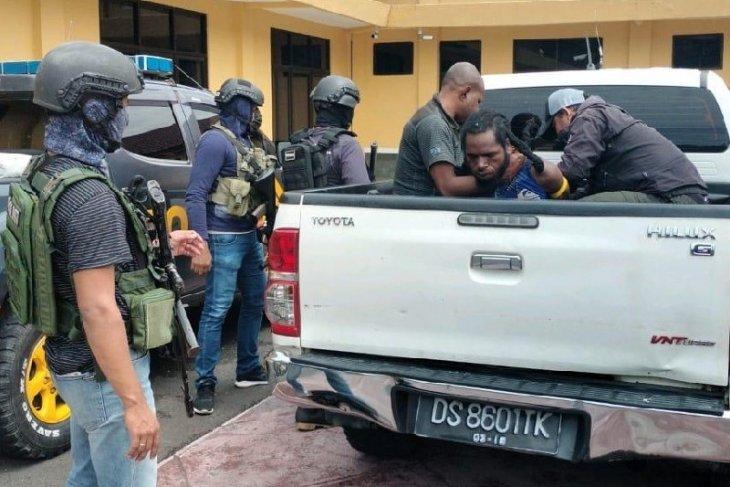 Satgas Nemangkawi tangkap KKB penembak Letda Inf Amran Blegur