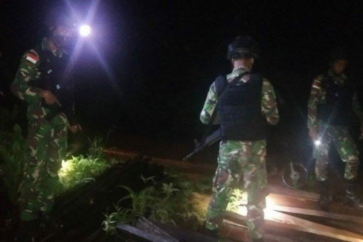 Satgas Pamtas amankan ratusan batang kayu belian ilegal di perbatasan Kalbar