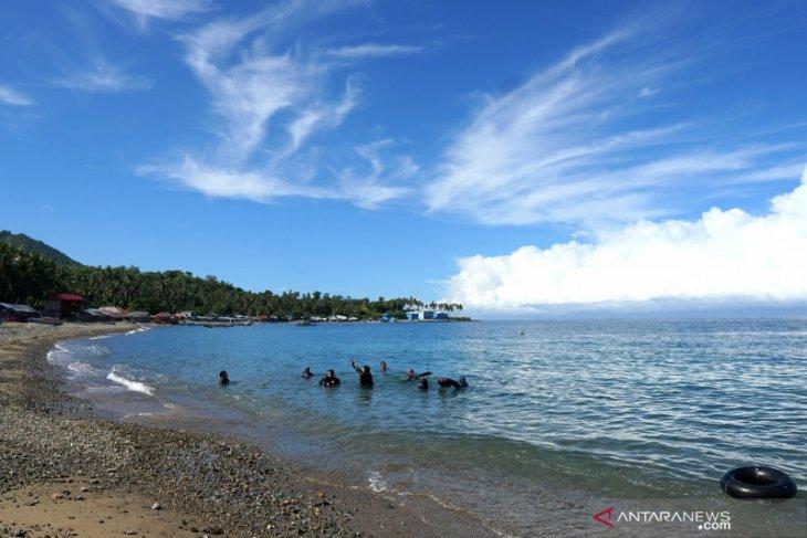 Objek wisata Pantai Botutonuo kembali dikunjungi wisatawan