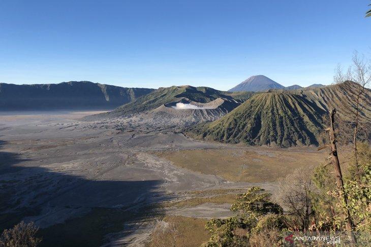 Mt Bromo, Mt Semeru reopen to climbers, tourists