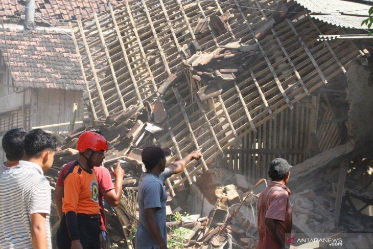 Gempa di Kabupaten Blitar berdampak pada 16 kecamatan di Kabupaten Malang