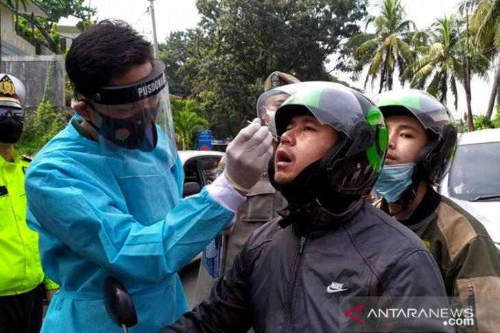 10 wisatawan dinyatakan positif COVID-19 saat test antigen massal di Sukabumi