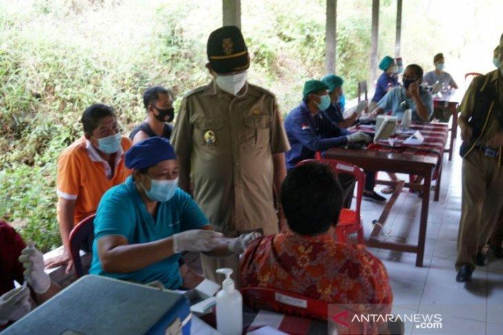 Peserta vaksinasi Astrazeneca  di Manggis-Karangasem lampaui target