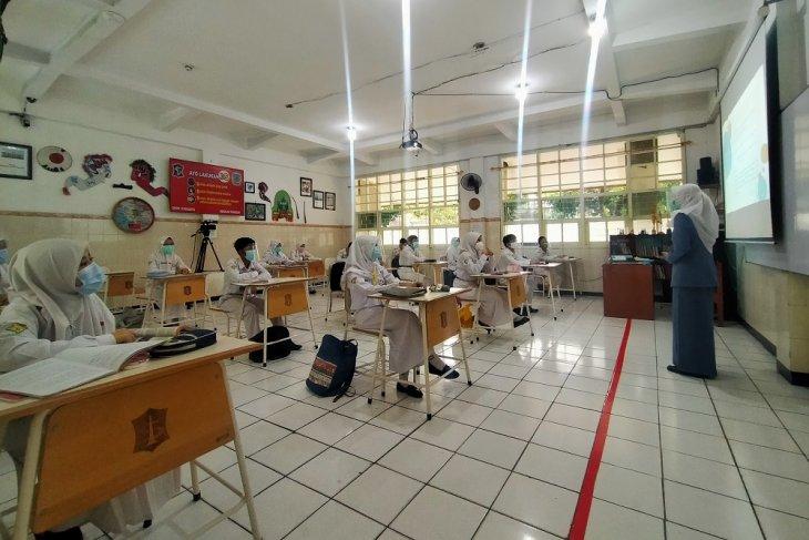 Seluruh pengajar di Kota Surabaya divaksin jelang sekolah tatap muka