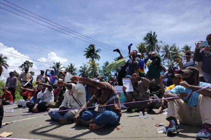 Belum sempat aksi,106 orang dijemput polisi