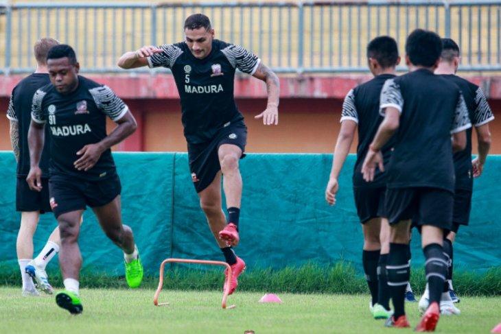 Madura United  fokus tingkatkan fisik pemain pada pekan pertama latihan