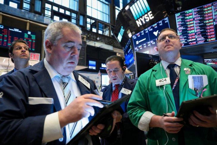 Wall Street ditutup lebih rendah jelang laporan inflasi AS