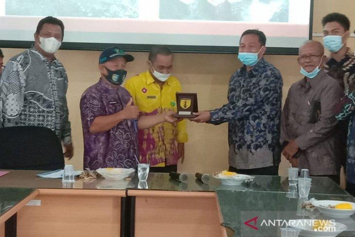 Dewan HST perdalam informasi unit pengolahan dan pemasaran karet ke Distanhorbun Tala