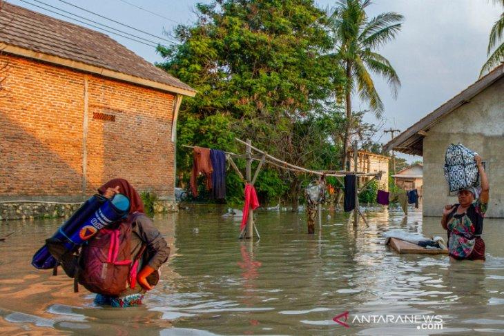 Luapan Sungai Citarum dan Cibeet rendam ratusan rumah di Karawang