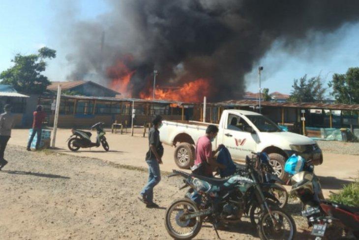 Asrama karyawan kontraktor proyek strategis nasional milik PT WHW terbakar
