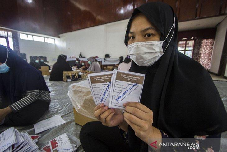 Pelipatan Surat Suara Pemilihan Ulang Di Kalsel