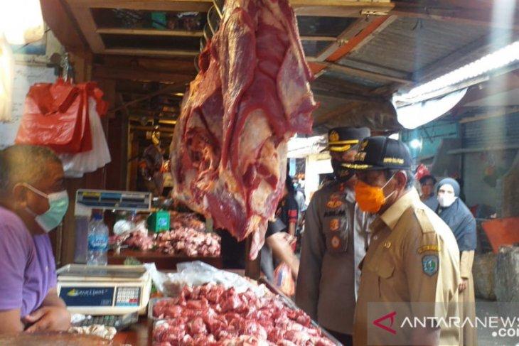 Harga daging sapi di pasar Tanjung Pandan turun