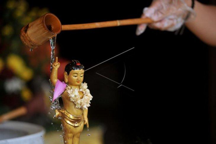 Ibadah Waisak di Bali