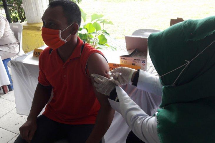 Pemkab dan Polres Langkat lakukan vaksinasi kepada lansia dan guru
