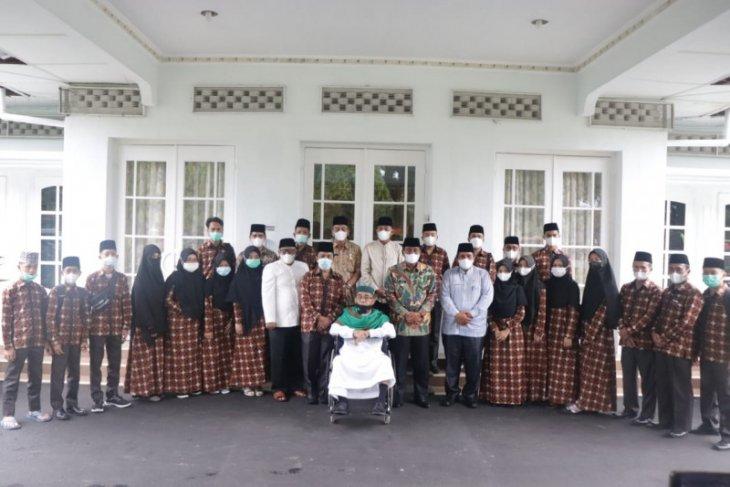 Wali Kota Binjai berangkatkan 25 khafilah menuju STQH Sumut