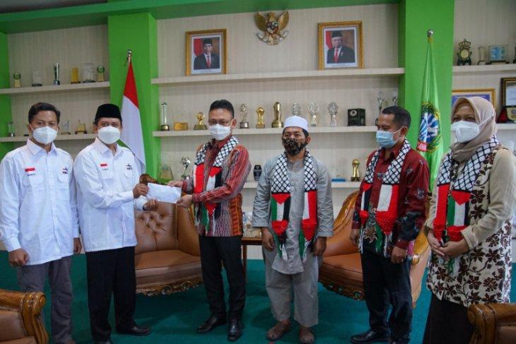 Dewan Masjid Indonesia Kota Pontianak serahkan bantuan Rp67 juta untuk Palestina