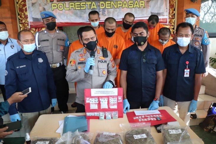 Polresta Denpasar sita 926.040  pil koplo dari buruh bangunan