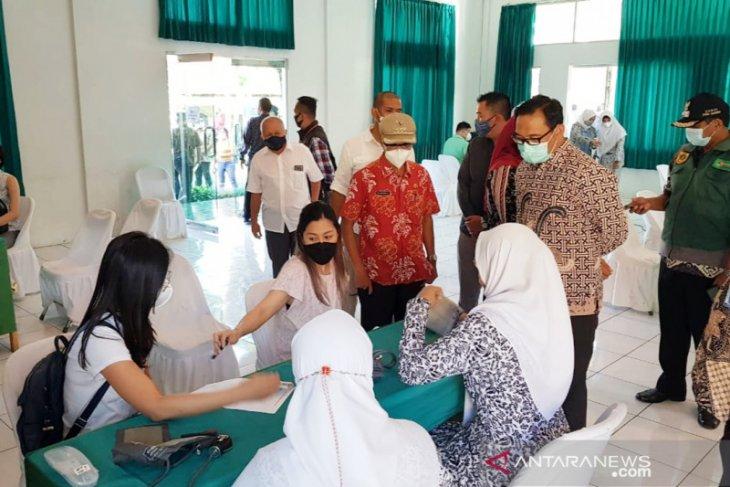 2.060 pelaku usaha wisata di Puncak Bogor jalani vaksinasi COVID-19