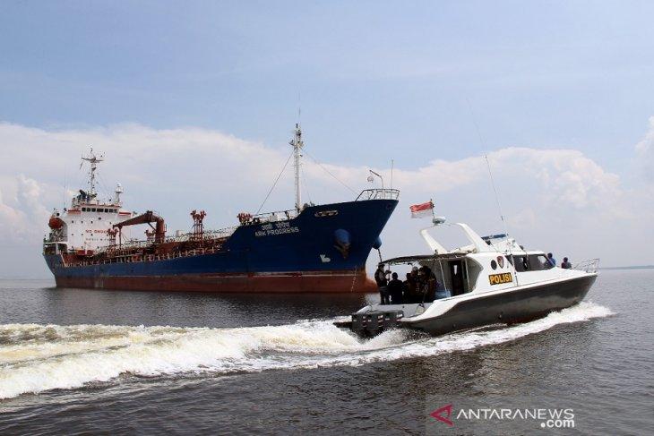 Kapten kapal asal India berlabuh di Dumai positif COVID-19 varian baru