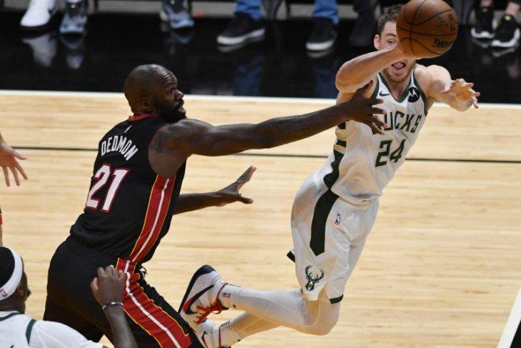 Bucks kembali unggul atas Miami Heat pada gim ketiga