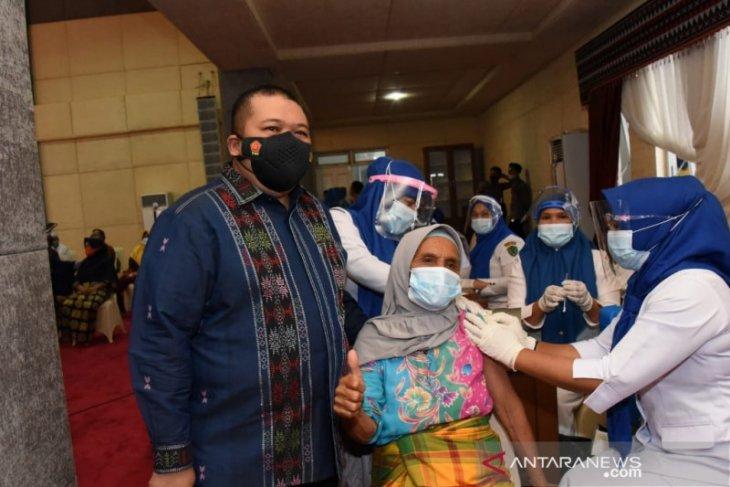 Ribuan Lansia Tapsel- Paluta ikut vaksinasi massal
