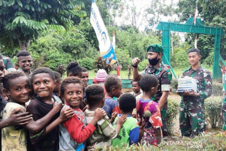 Peduli pendidikan, Satgas TNI mengajar siswa di perbatasan