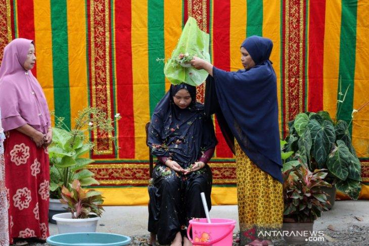 Tradisi Mandi Tujuh Bulanan di Aceh