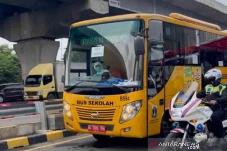 Reaktif COVID-19, empat warga Cirebon di Bekasi dikirim ke Wisma Atlet