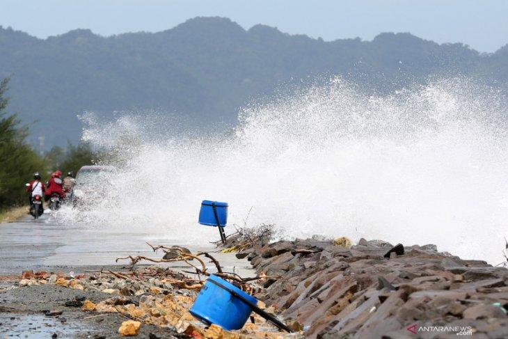 Awas, gelombang sangat tinggi hingga 6 meter di perairan Indonesia mulai 15-16 Juni 2021