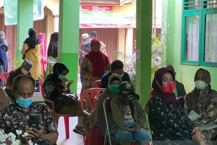 Dinkes Banjarmasin vaksinasi COVID-19 ratusan CJH yang siap diberangkatkan